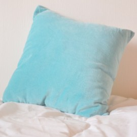 ICEBERG – coussin 40x40 cm bleu clair glacier bi-matière chambray / velours velvet