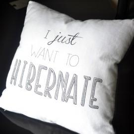 HIBERNATE - coussin 40x40 cm blanc liseret noir - imprimé message humoristique