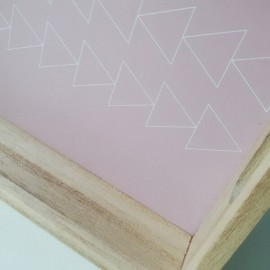 ROSEE - Plateau Bois - Motifs Triangles - Col. Blanc et Rose
