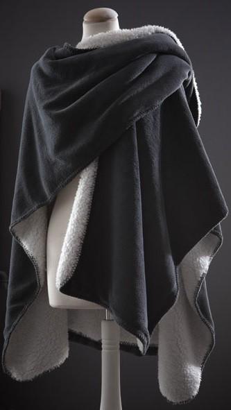 Plaid châle COCOON découpe U posé épaule 120x150 cm doux - fourrure polaire  gris - Kolorados b53bed0e7fe