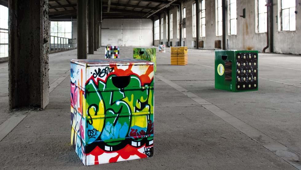 kolorados-tabouret-en-carton-graffiti-