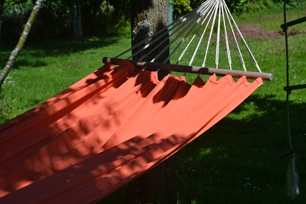 hamac-decoration-jardin-amenage-pour-adolescent